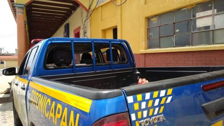 Esta es la autopatrulla de la PNC que fue recibida a pedradas en San Francisco El Alto. (Foto: Cortesía de Herlindo García)