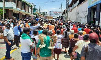 Los comerciantes que habían sido trasladados al Estadio Carlos Salazar, volvieron a instalarse en la avenida Lincol. (Foto: Cristian Soto)