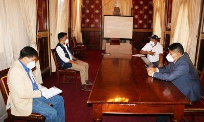 Los alcaldes de Zunil y Almolonga se reunieron y expusieron las razones por las que no quisieran implementar el cordón sanitario. (Foto: Carlos Ventura)