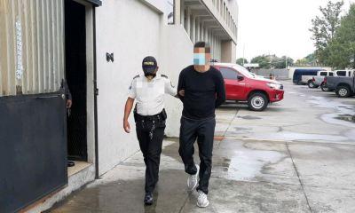 Marco Pablo Pappa, jugador de Municipal, fue capturado por escandalizar en la vía pública durante el toque de queda, en la zona 16. (Foto: PNC)