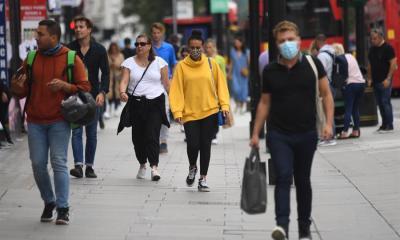 Las cifras del COVID-19 en el mundo continúan en aumento, según la OMS, que además adelanta que el próximo martes podría alcanzarse el millón de fallecidos por el virus. (Foto: EFE)