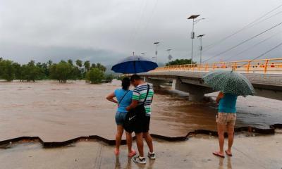 La tormenta Julio afecta al territorio mexicano y se formó como un remanente de la tormenta Nana, que pasó hace una semana. (Foto: EFE)