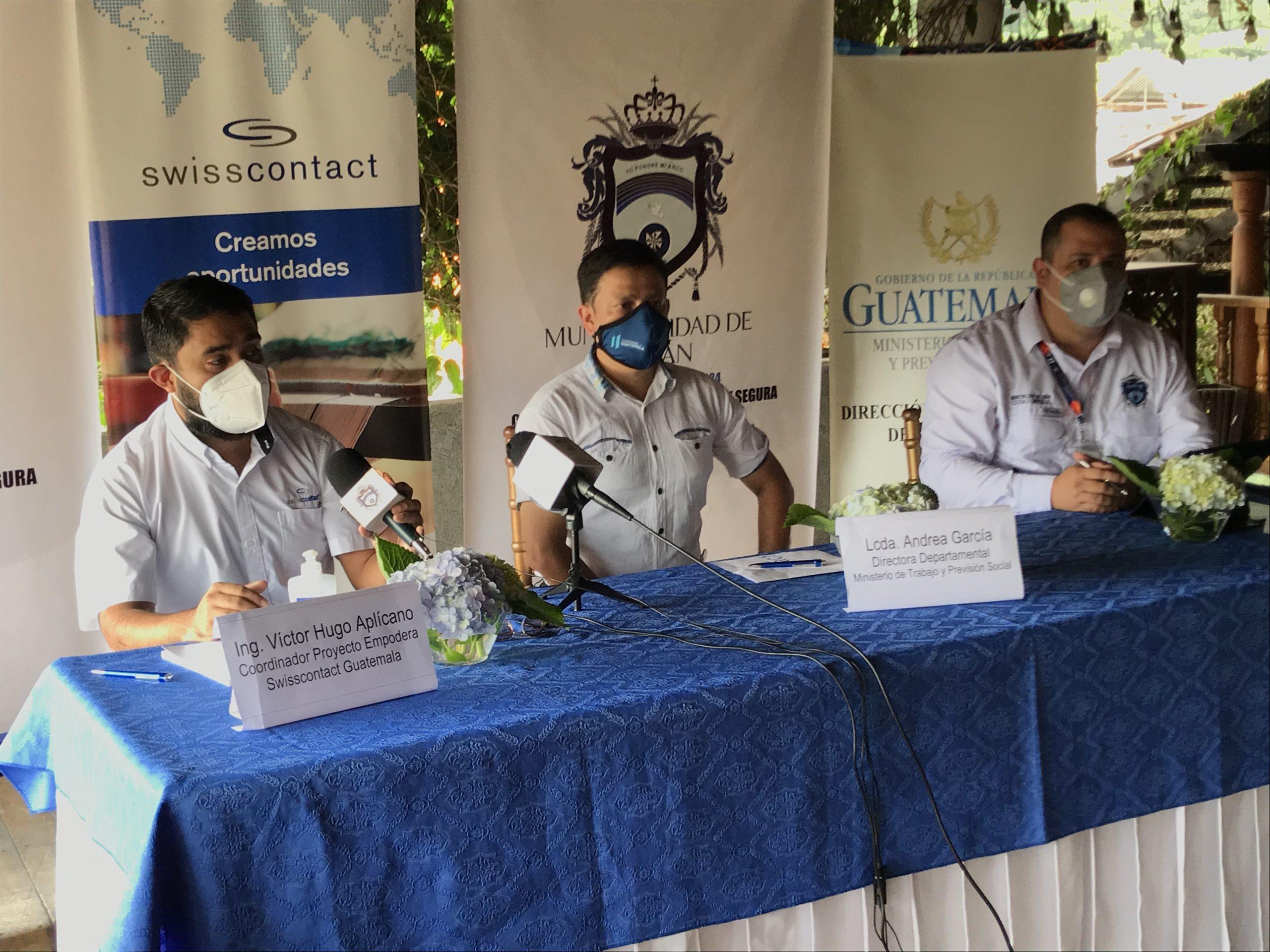 Autoridades del Ministerio de Trabajo y Previsión Social -MINTRAB-, Swisscontact y la municipalidad de Cobán, brindaron los detalles. (Foto: Eduardo Sam)