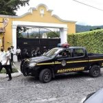 La FECI decomisó dinero en una residencia de Antigua Guatemala. El monto asciende a Q122 millones. (Foto: Twitter)