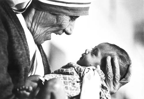 https://i0.wp.com/croatia.org/crown/content_images/2008/mother_theresa_with_armless_baby.jpg