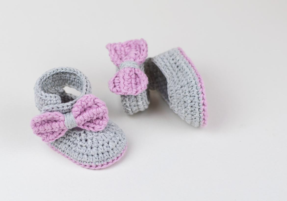 FREE PATTERN: Crochet Baby Booties For Little Girls by Croby Patterns