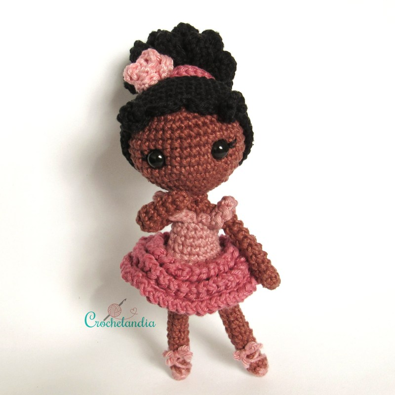 Julinha, a bailarina - by Crochelandia