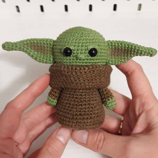 How to Crochet Baby Yoda - A Free Amigurumi Pattern - Sarah Maker   600x600