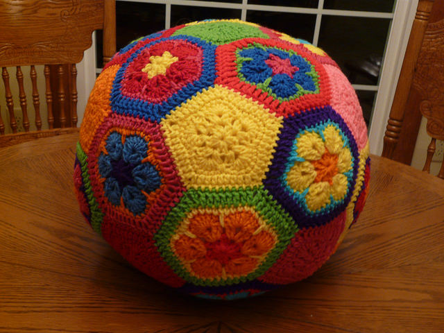 crochetbug, crochet soccer ball, crochet flowers, crochet hexagons, crochet pentagons, crochet ball