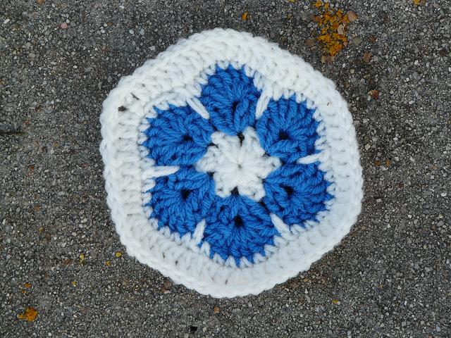 blue flower crochet hexagon