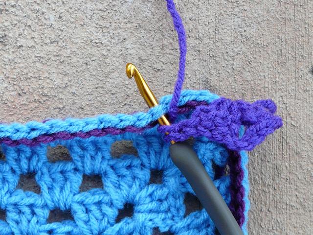 crochetbug, crochet, crocheted, crocheting, slip stitch, contrast color, granny square, crochet square