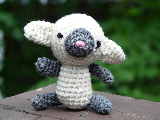 Evelyn the amigurumi lamb