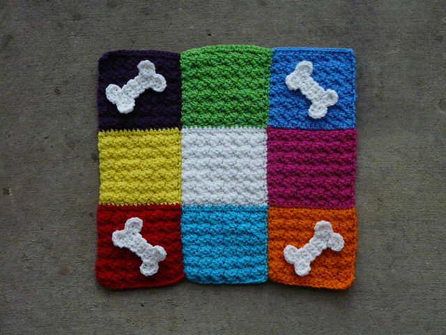 crochet pet mat with decorative crochet bones