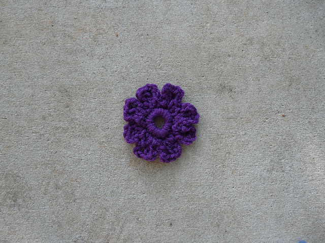 crochet flower center for a crochet square