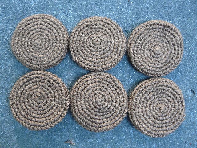 Six crochet gingersnaps