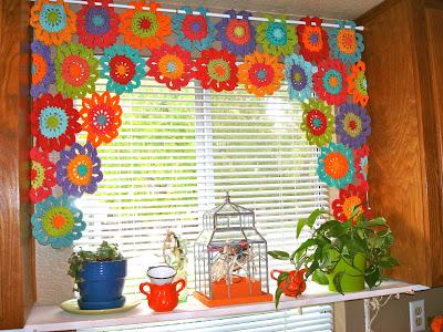 Robin sanchez, crochet flowers, crochet window treatment