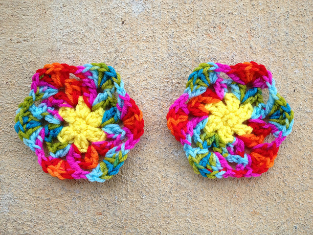 the first four rounds of the two sides of a crochet ornament