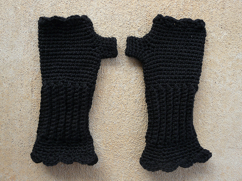 December 9: A pair of crochet texting gloves for Gigi