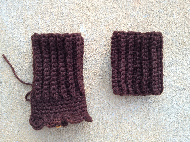 Crochet texting gloves designed for Victorians in medias res