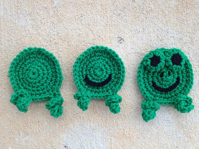 Anne Halliday, crochetbug, leisure arts, crochet hexagons, crochet frogs, crochet blanket, crochet afghan, crochet throw