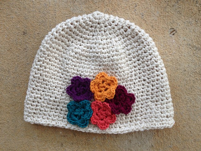 I finish a crochet chemo cap with crochet flowers to clear the crochet decks