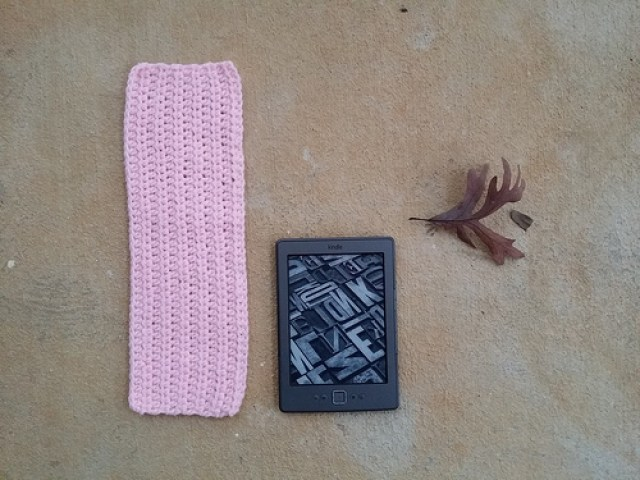 crochetbug, kindle cozy, crochet cozy, half double crochet, hdc, pink