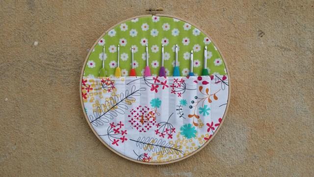 Hook organizer, crochet hooks, crochetbug, embroidery hoop