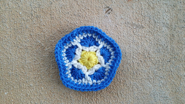 A crochet pentagon for a crochet soccer ball inspired by the flag of Uruguay