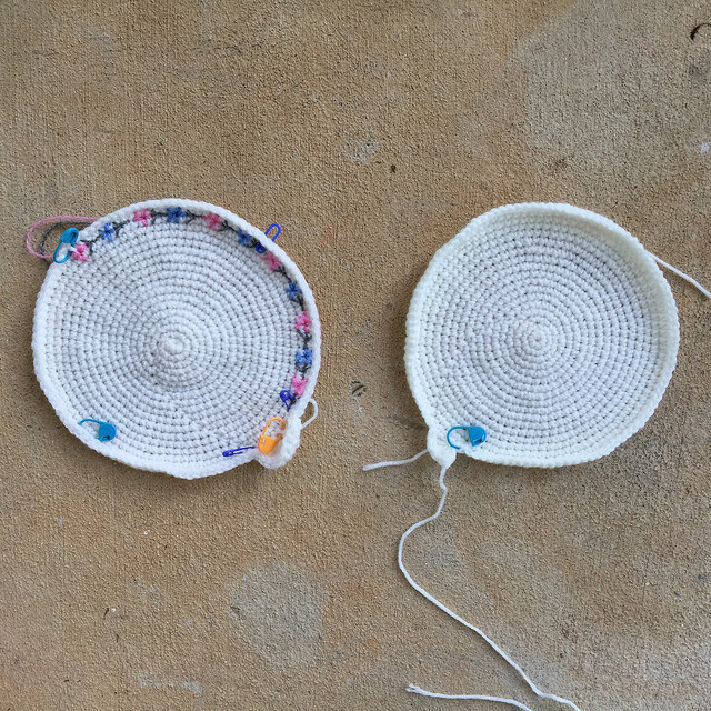 crochet circles to be embroidered