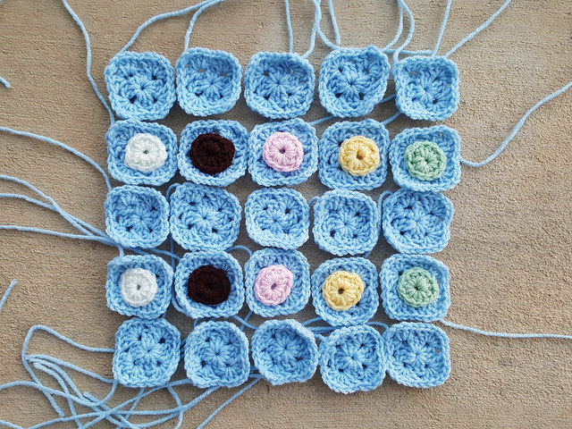 two round granny squares plain and decorated with double crochet circles