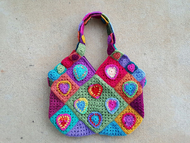 crochet heart festooned granny square purse