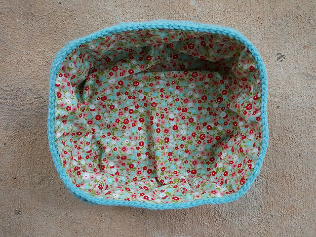 The bottom of the crochet lunchbox