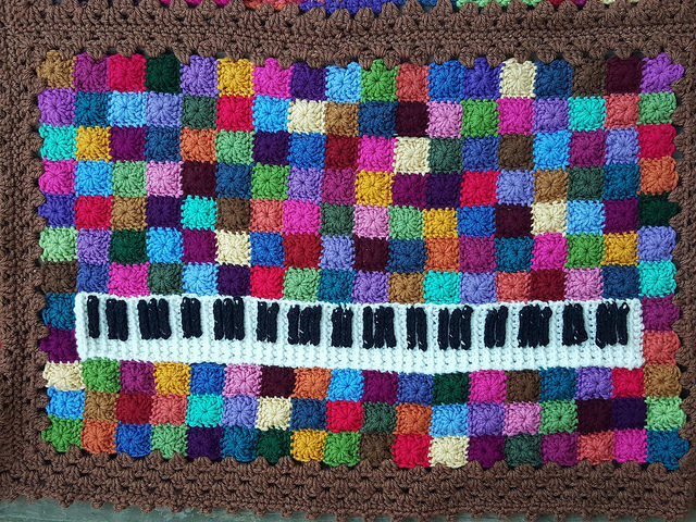 The piano keyboard crochet panel
