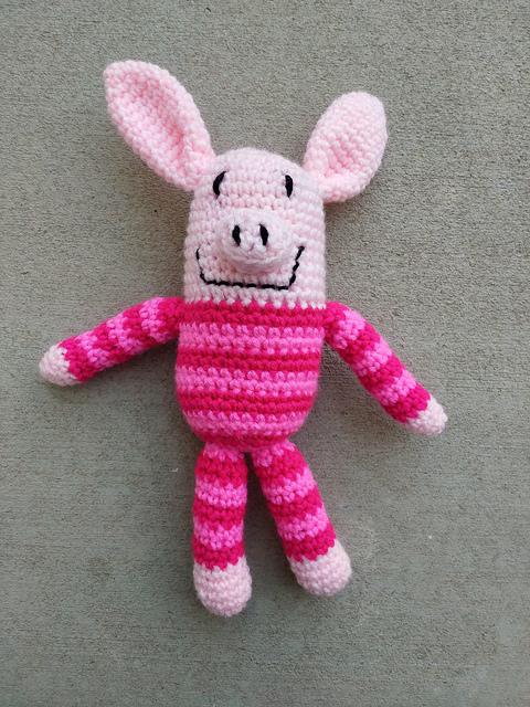 A second crochet pig