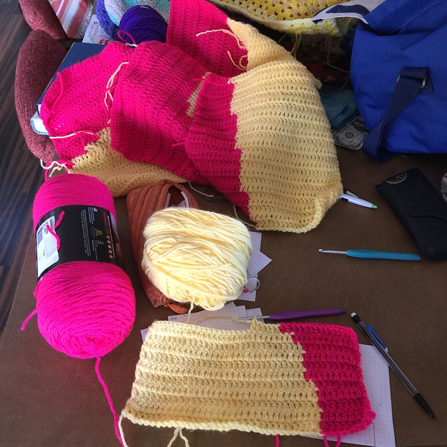 A crochet day so busy, my squares and yarn and hooks are a mess