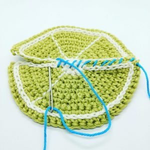 Inserting a zip into crochet