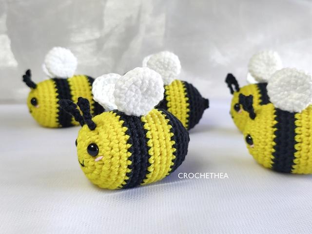 Boneka Rajut Lebah Imut