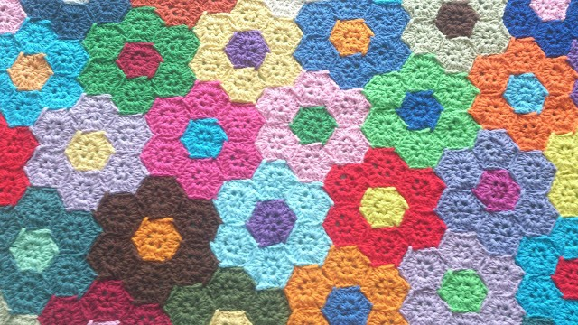 Free Crochet Pattern: Flower Quilt Blanket