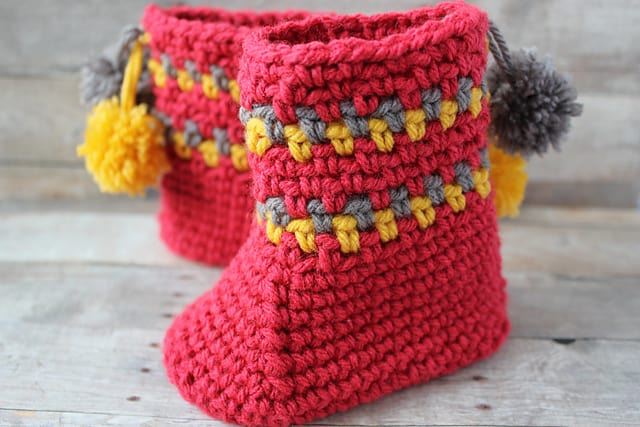 Free Crochet Pattern: Pom Pom Slipper Boots
