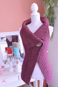 Free Crochet Pattern: Peek-A-Boo Button Wrap