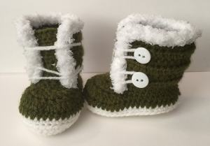 Free Crochet Pattern: Fuzzy Fur Trim Booties