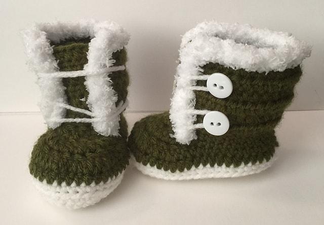 Free Crochet Pattern: Fuzzy Fur Trim Booties