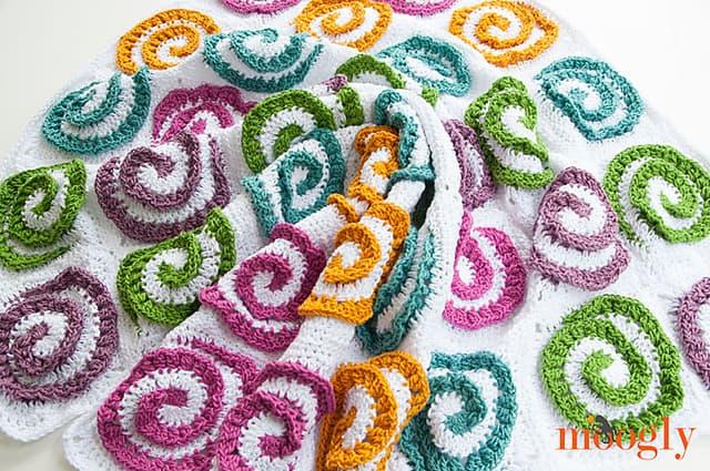 Free Crochet Pattern: Modern Rose Afghan