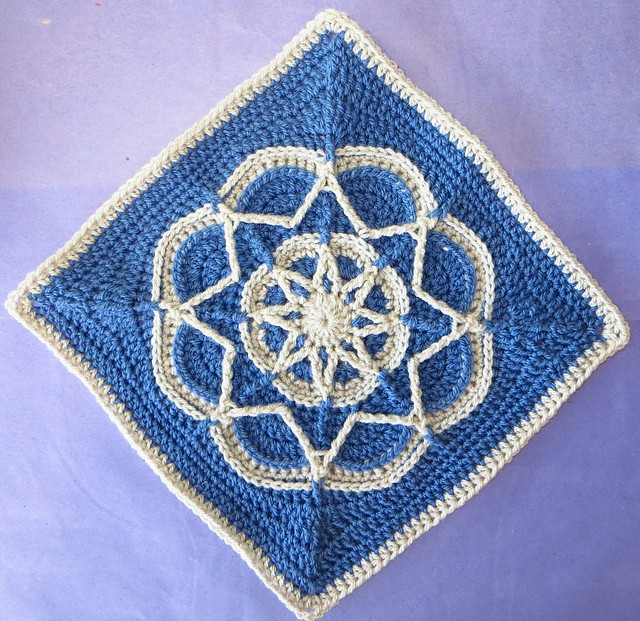 Free Crochet Pattern: Spiro Square
