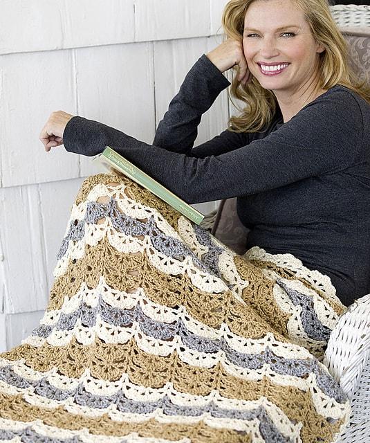 Free Crochet Pattern: Shell Clusters Lapghan