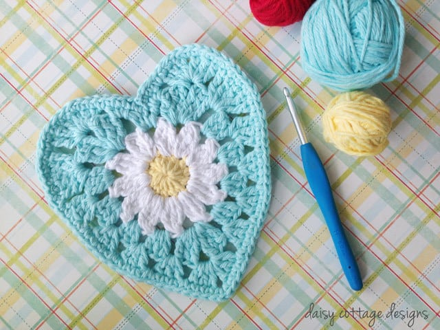 Free Crochet Pattern: Daisy Center Granny Heart