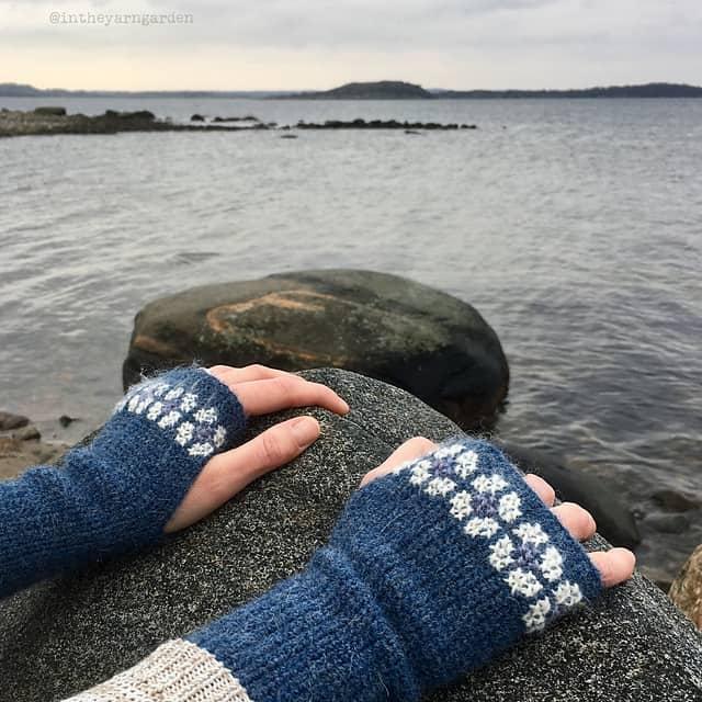Free Crochet Pattern: Cozy Wrist Warmers