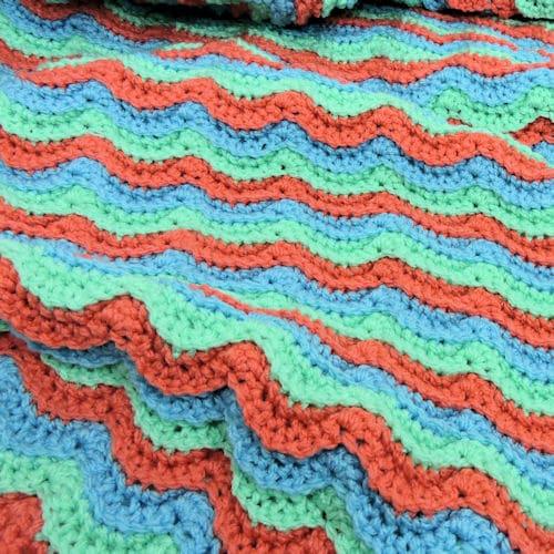 Wavy Hugs Baby Blanket | CrochetKim Free Crochet Pattern