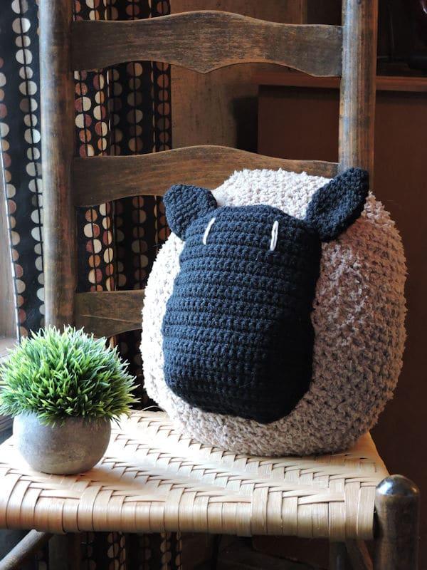 Love My Sheep Pillow | CrochetKim Free Crochet Pattern