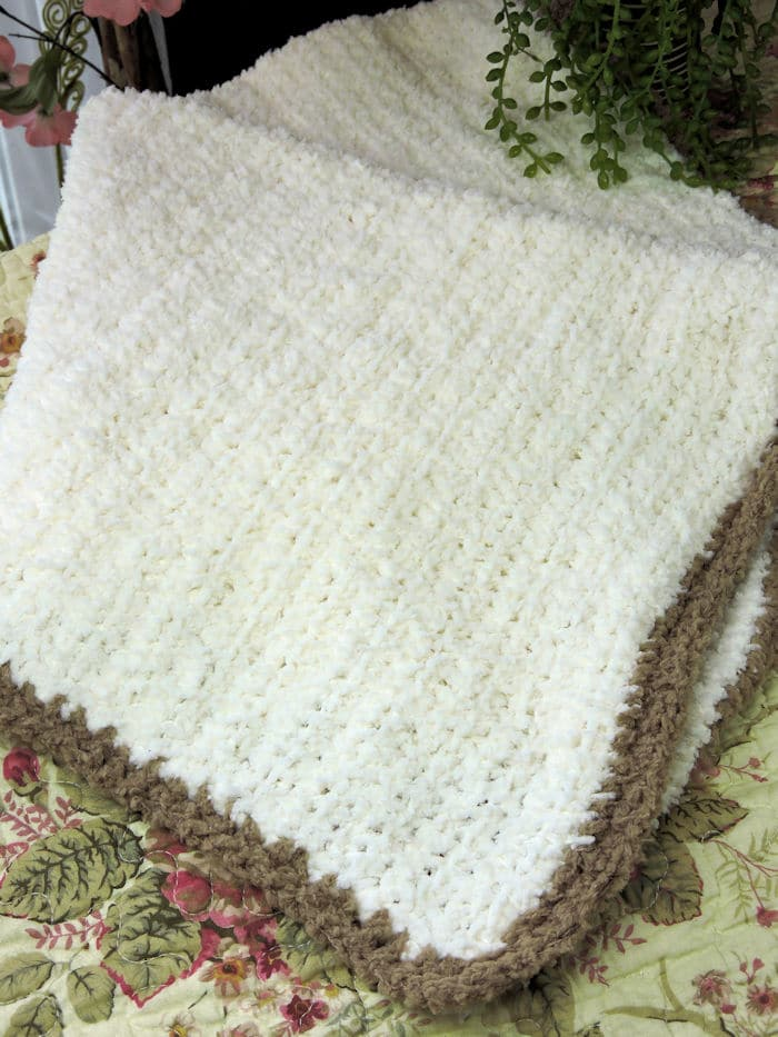 Sherpa Baby Blanket Photo Prop | CrochetKim Free Crochet Pattern